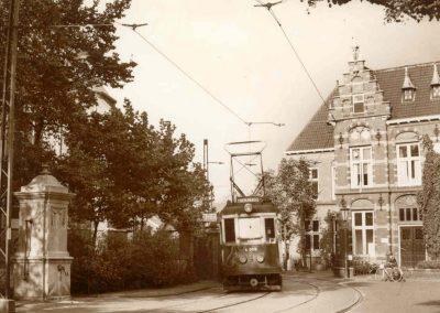 Tram bij gemeentehuis